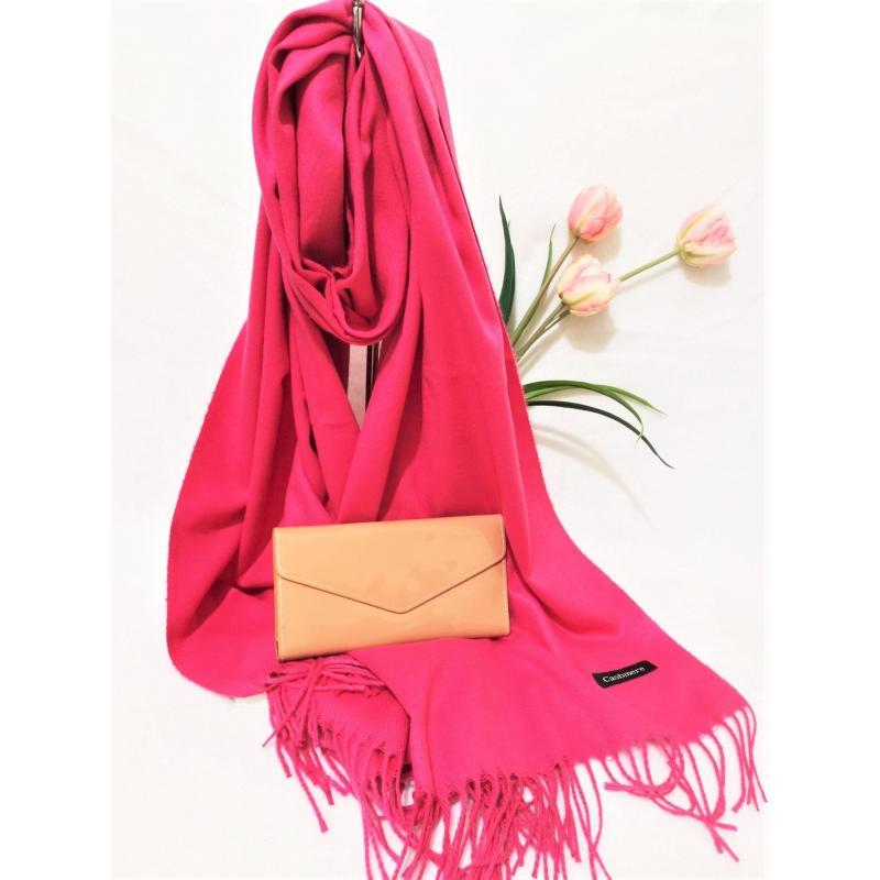 Set cadou esarfa casmir roz si portofel bej lacuit din piele ecologica